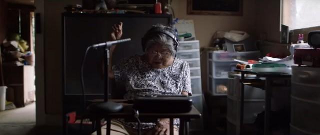 Indígena de 81 años aprende a usar computador y crea diccionario para salvar su idioma de laextinción