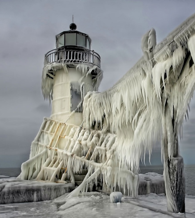 ice-and-snow-formations-6.jpg